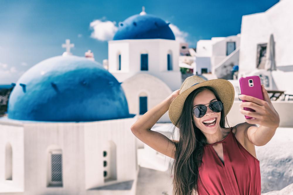 Sie können Hotelübernachtungen wählen, um die Gegend zu erkunden (Santorini)