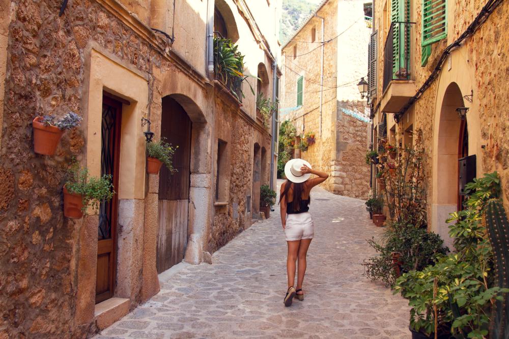 Spazieren Sie durch die Stadt Valldemossa auf der Insel Palma de Mallorca